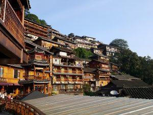 苗寨都建在山上